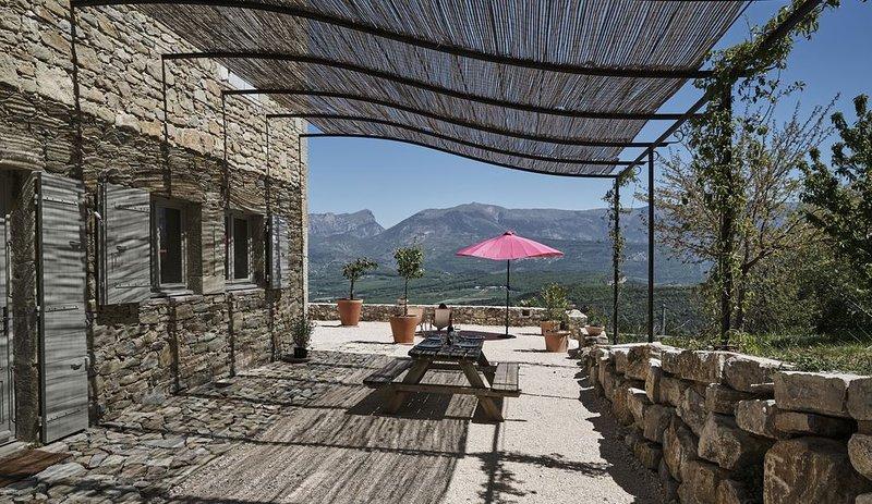 Belle demeure avec vue exceptionnelle!, holiday rental in Bourdeaux