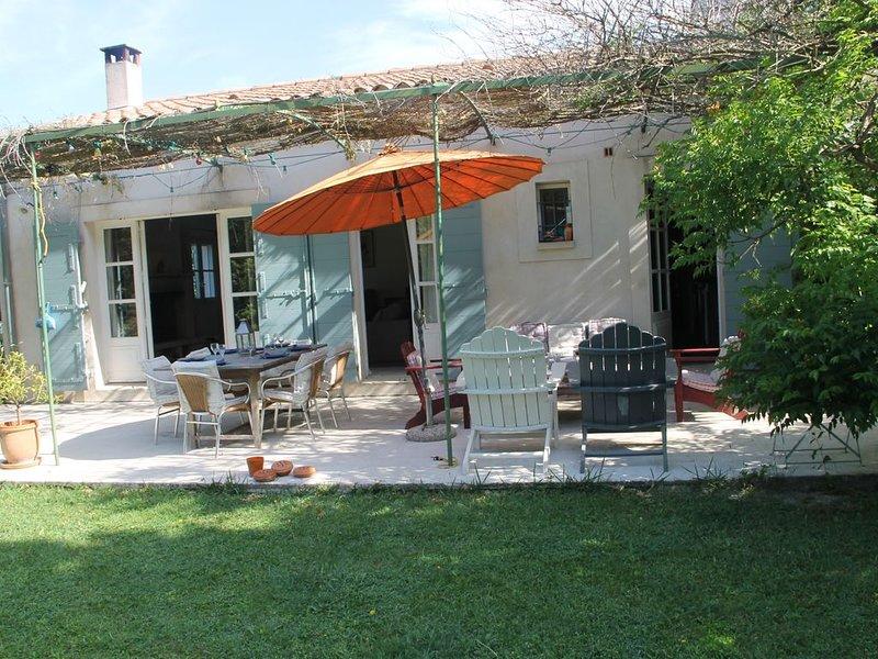 LE MAS DU PLANTIER PRES DES ALPILLES , D'AVIGNON, DE SAINT REMY DE PROVENCE, vacation rental in Chateaurenard