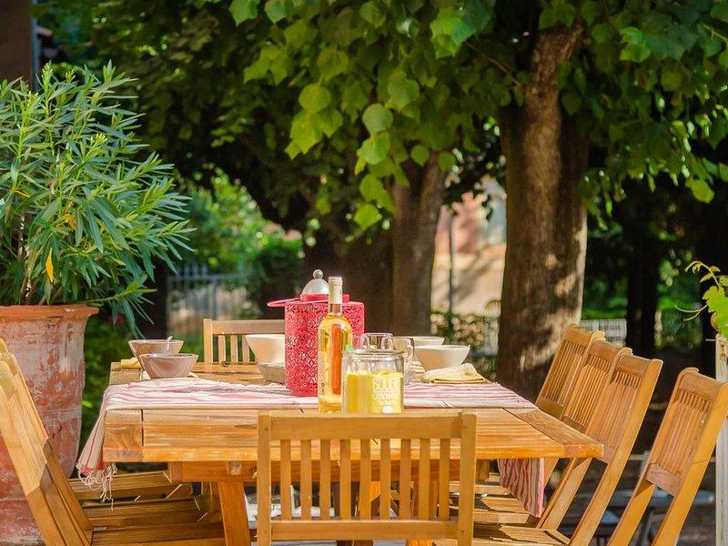 Très belle propriété   d'inspiration italienne avec piscine -  lac du Salagou, aluguéis de temporada em Jonquieres