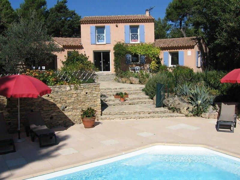 Face au mont ventoux villa avec terrasse, jardin et piscine chauffée classée 4*, holiday rental in Puymeras