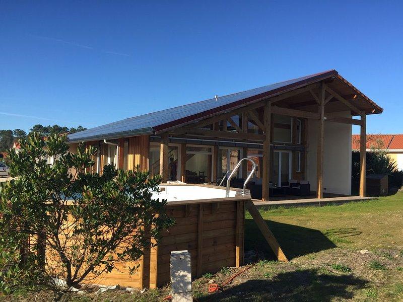 Maison  d'Architecte Positive à 5 minutes de la plage de l'Especier, holiday rental in Bias