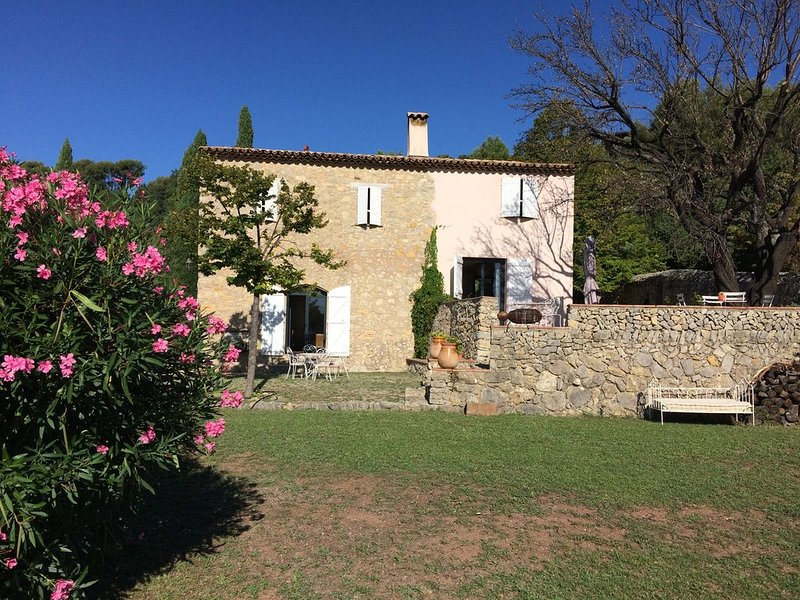 Très belle maison Provençale vue mer, Var 10 couchages, holiday rental in Evenos