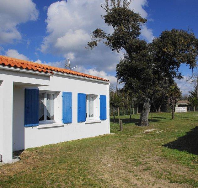Maison mitoyenne, indépendante, à 100 m de la plage de la Rémigeasse, aluguéis de temporada em Dolus-d'Oleron