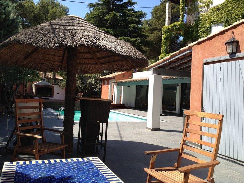 Belle villa familiale avec grand poolhouse dans la ''venise provencale'., location de vacances à Port-de-Bouc
