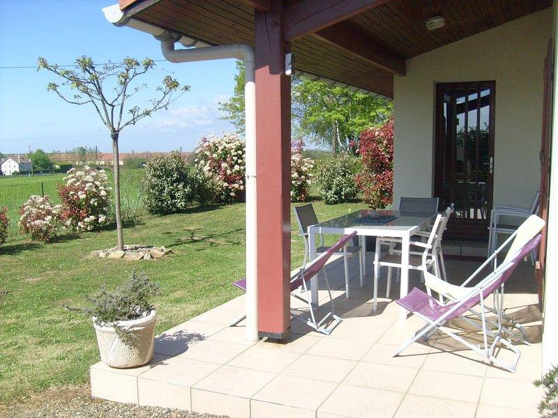 Maison meublée F3 de plain pied en Landes Chalosse dans une région gourmande., holiday rental in Lahosse