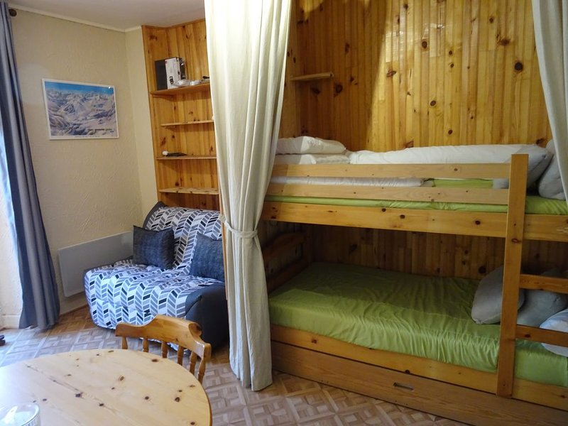 Appartement 4 pers - Village Gèdre, vacation rental in Gedre