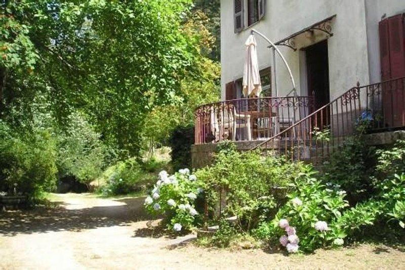 VILLA de caractere .Maison de famille  debut 1900 .Silence et serenité ., location de vacances à Vénaco