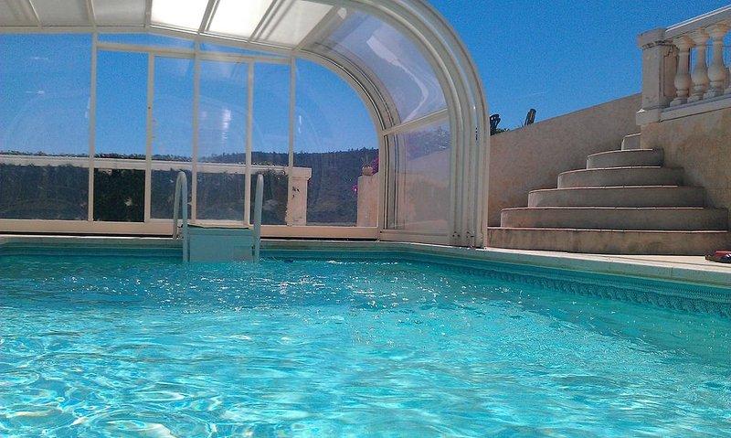 Haut de villa proche de la mer, avec piscine à Bormes les Mimosas ! – semesterbostad i Bormes-Les-Mimosas