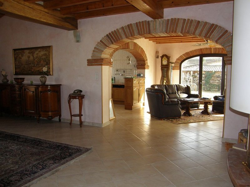 VILLA 8/10 PERS. TRIANGLE ALBI GAILLAC CORDES, holiday rental in Rivieres