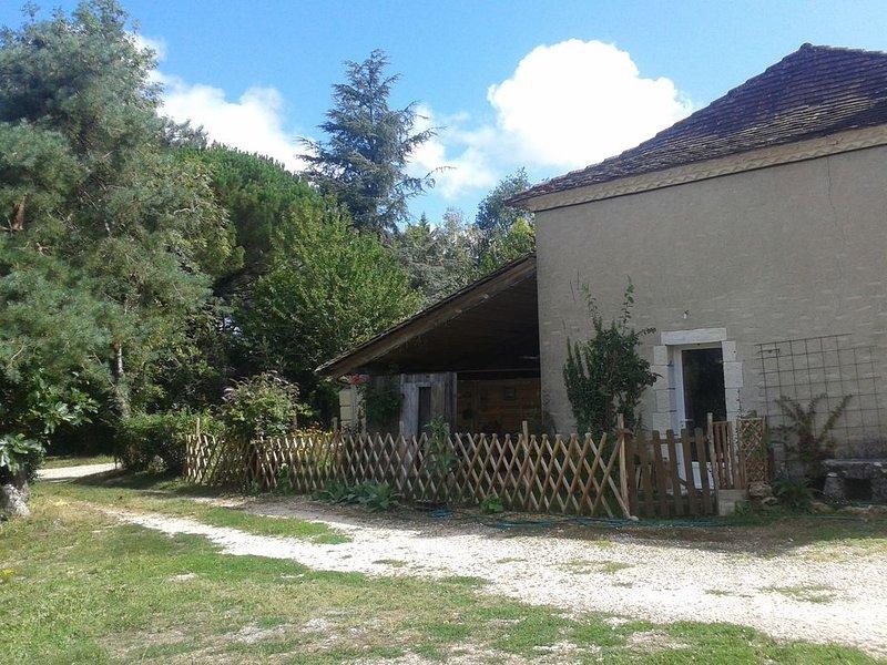 Gîte 'Helios 'se situe dans une ancienne ferme, entièrement indépendant, location de vacances à Montrem