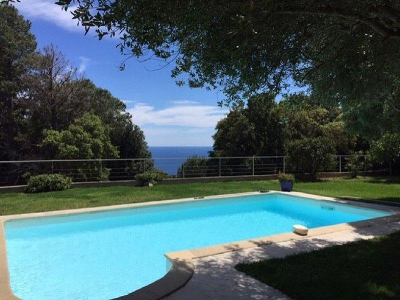 Villa entière sans vis-à-vis avec piscine vue mer sur grand jardin fleuri!, vacation rental in Brando