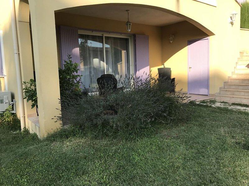 Appartement rez-de-chaussée dans lotissement privé et calme Avignon / Montfavet, Ferienwohnung in Montfavet