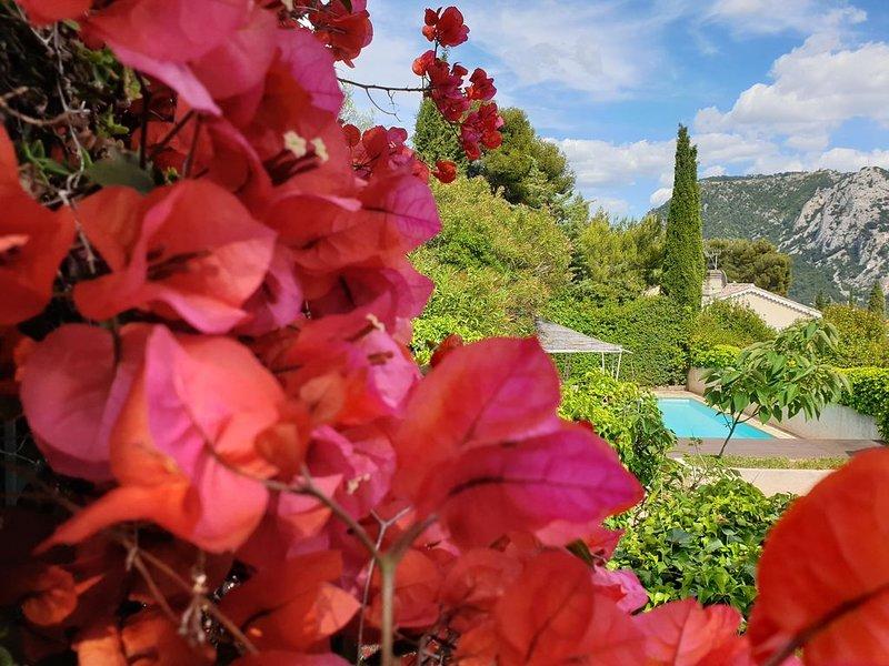 Villa standing vue mer, piscine chauffée, jacuzzi, bébés bienvenus, aluguéis de temporada em Toulon