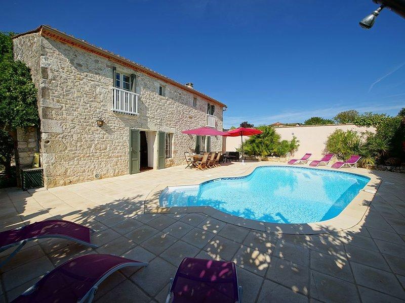 Superbe maison de caractère climatisée avec piscine privée et chauffée ****, holiday rental in Riocaud