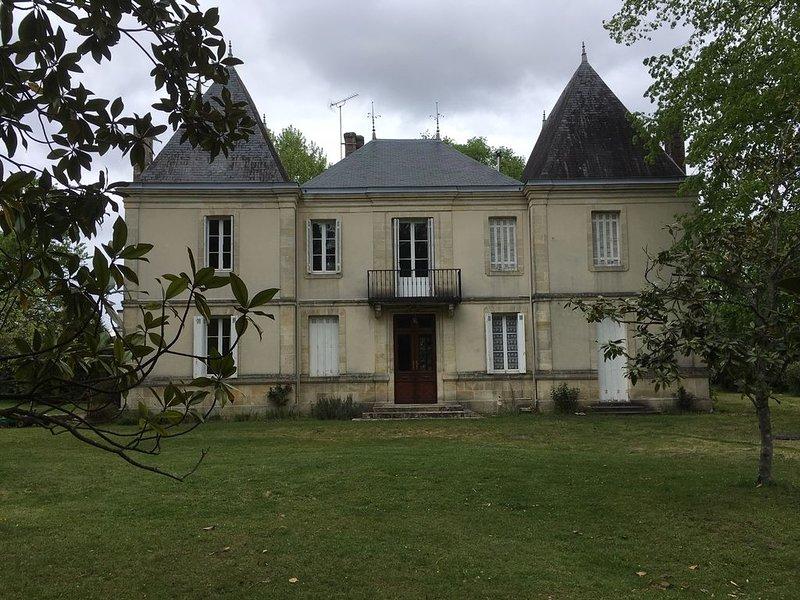 Maison de maître dans les Landes, proche des lacs et de l'océan, 16 couchages., holiday rental in Parentis-en-Born