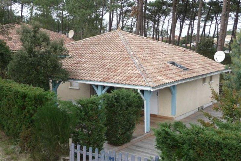 200 m de la plage de Moliets, maison pour 6 personnes, vaste terrasse bois, vacation rental in Landes