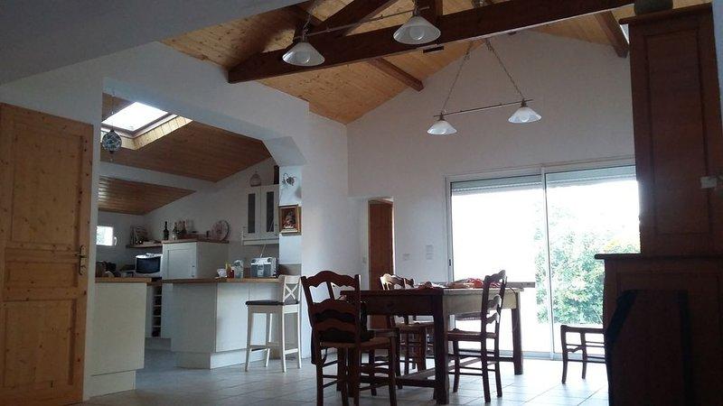 Une agréable maison récemment rénovée, location de vacances à Talais