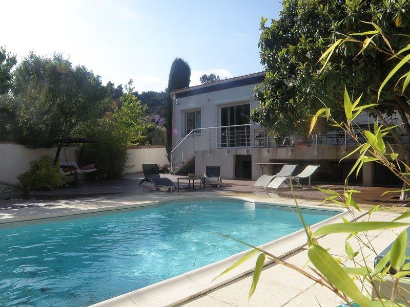 A 2 pas des calanques, belle Villa avec piscine pour 8-10 pers (180m²), holiday rental in Marignane