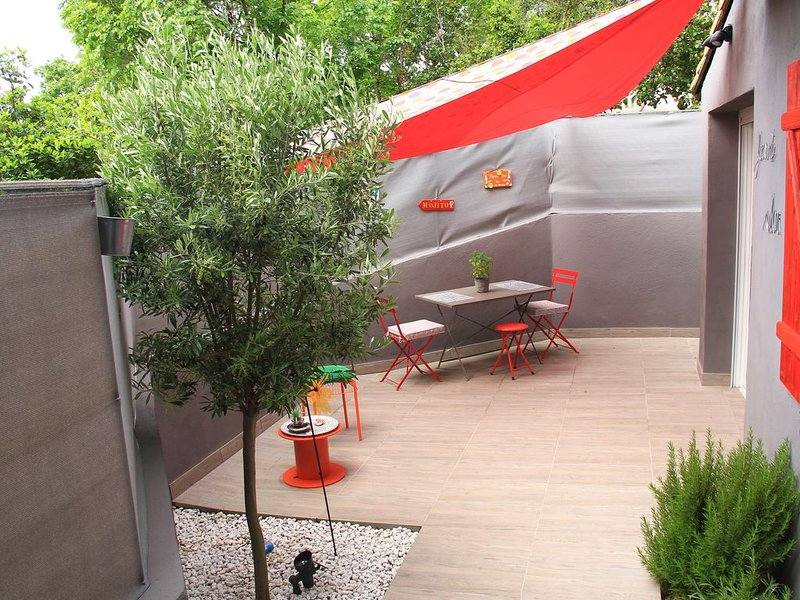 Studio cosy, neuf pour  2 personnes avec terrasse privative., holiday rental in Carnoux-en-Provence