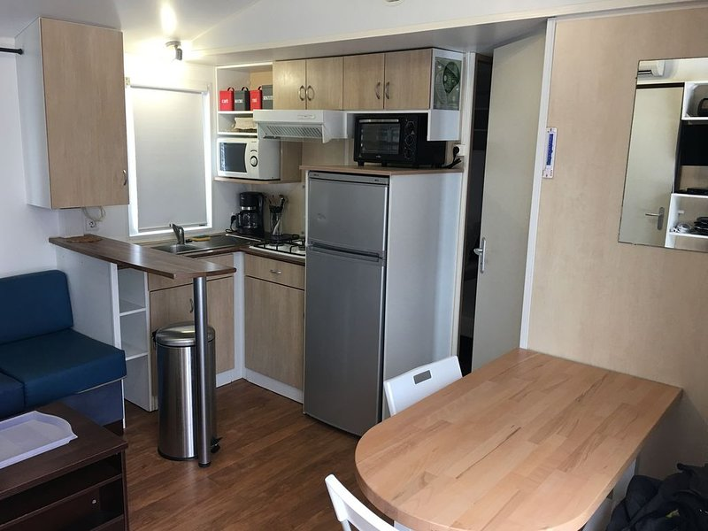 Loue chalet /mobil home isolation momtagne (ETE / HIVER), holiday rental in Saint-Pierre