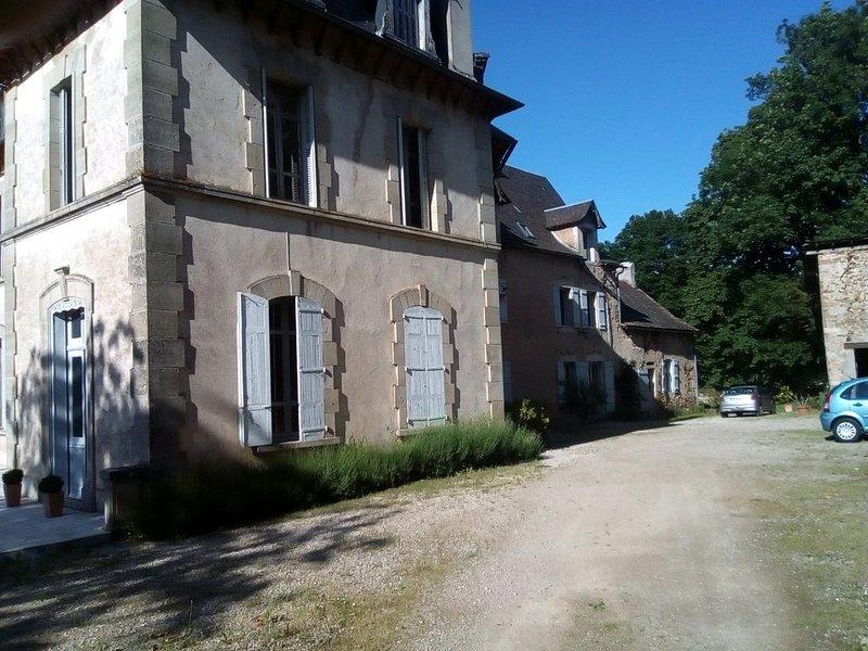 Maison en bout d' une grande demeure, location de vacances à Villeneuve d'Aveyron
