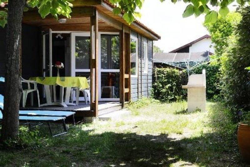 locations proche océan commerces avec jardin clos arboré pour famille ou autres, vacation rental in Mimizan