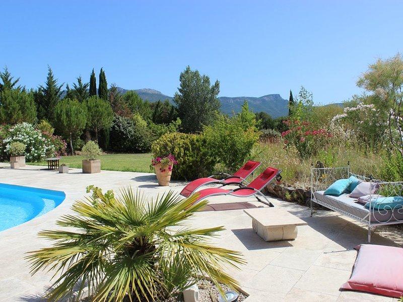 Grande villa provençale dans un coin de paradis sur 8000 m2 de terrain, location de vacances à Pourrieres