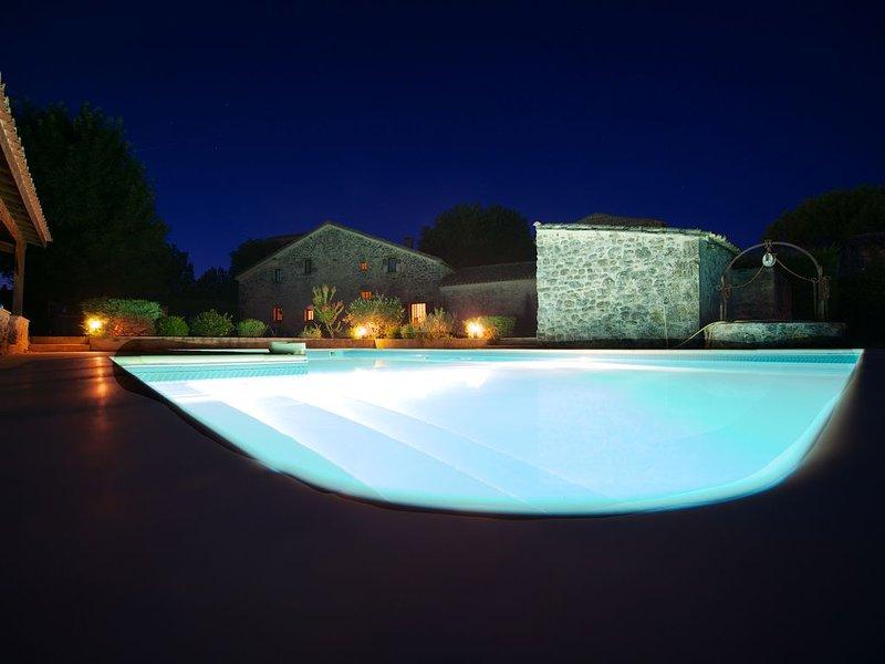 BELLE MAISON DE VACANCES EN PIERRE CONFORTABLE AU CALME  AVEC PISCINE PRIVATIVE, vakantiewoning in Montagnac-sur-Lede