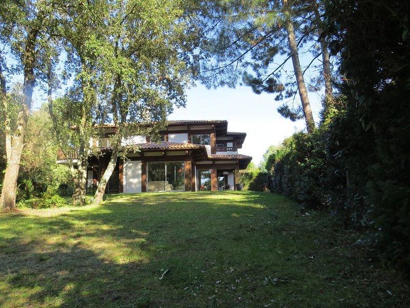 Villa lux.**** 245m2, tout confort, jardin 2500m2,piano steinw.,résidentiel, location de vacances à La Teste-de-Buch