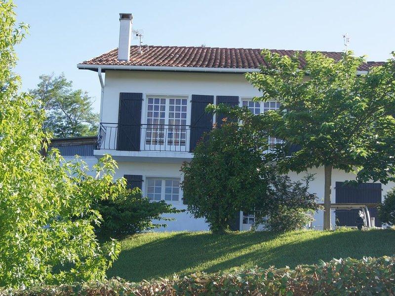 Appartement 60 m² dans villa, près de la mer et de la montagne, holiday rental in Villefranque