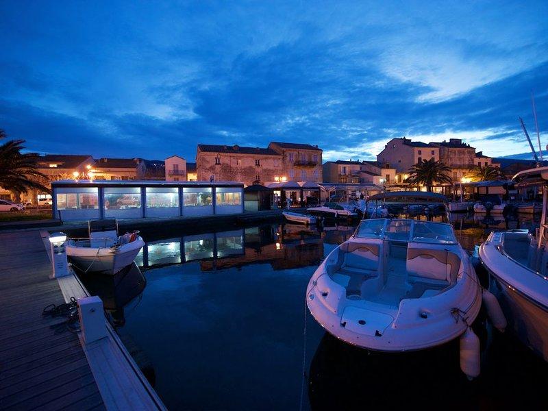 50m de la mer, Maison au cœur du village, des commerces, des plages et du port, holiday rental in Macinaggio