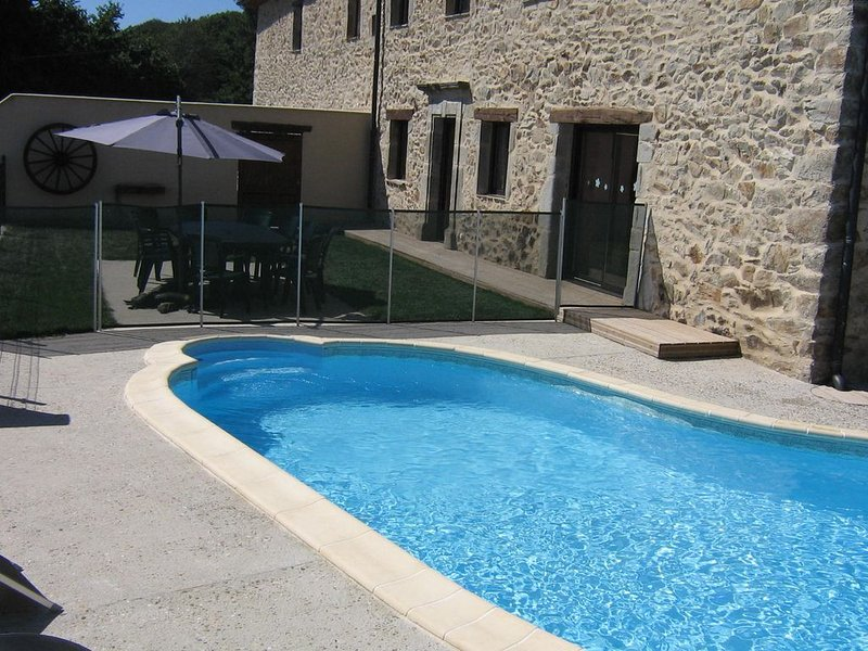 GITE DE LA MAYNOBE - CALME ET CONFORT, holiday rental in La Bastide-l'Eveque