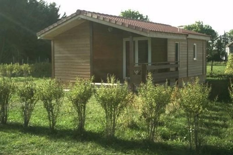 Chalet Avec Terrasse, holiday rental in Saint-Pierre-le-Chastel