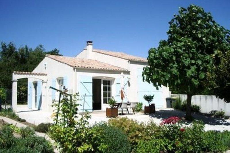 Maison indépendante très calme dans propriété à Meschers proche Royan, casa vacanza a Meschers-sur-Gironde