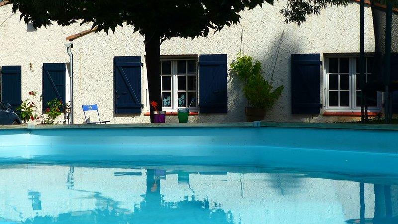 Villa provençale avec piscine et grand jardin clos, holiday rental in Trans-en-Provence