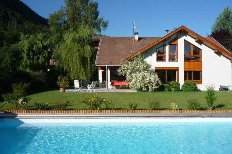 Maison sur les rives du lac d'Annecy, holiday rental in Duingt
