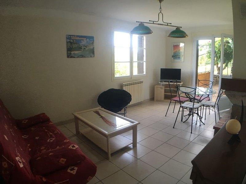 Logement 5 pers avec vue sur la rivière #kiwi, casa vacanza a Saint-Genest-de-Beauzon