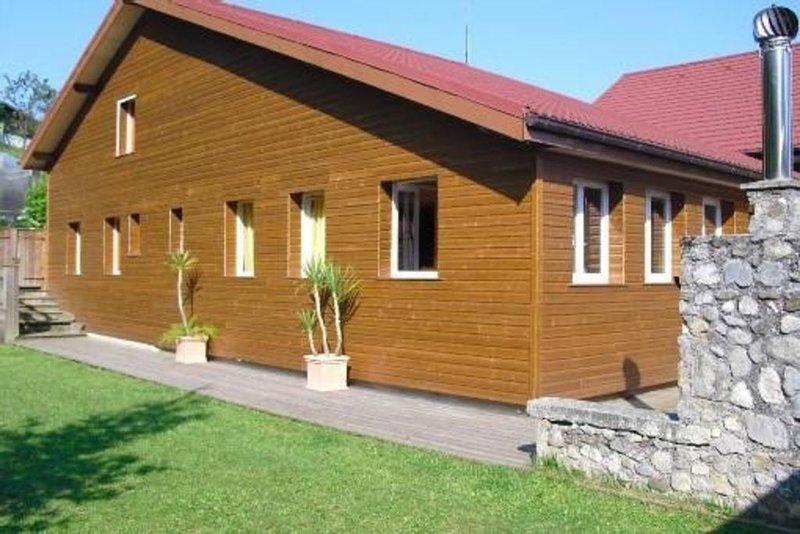 Chalet confortable dans propriété, contrôlé Office Tourisme de Thonon-les-Bains, holiday rental in Cervens