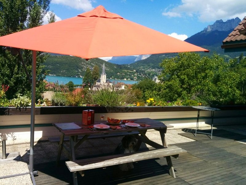 Maison 110m2 Lac d'Annecy - Duingt - Situation au calme  et Vue exceptionnelle, holiday rental in Duingt