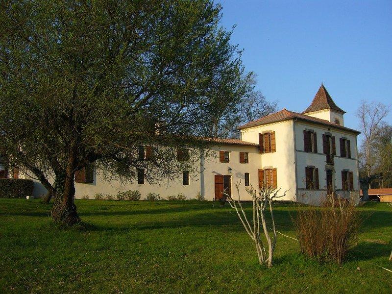 Propriété de caractère dans un parc arboré avec piscine, casa vacanza a Mont-de-Marsan