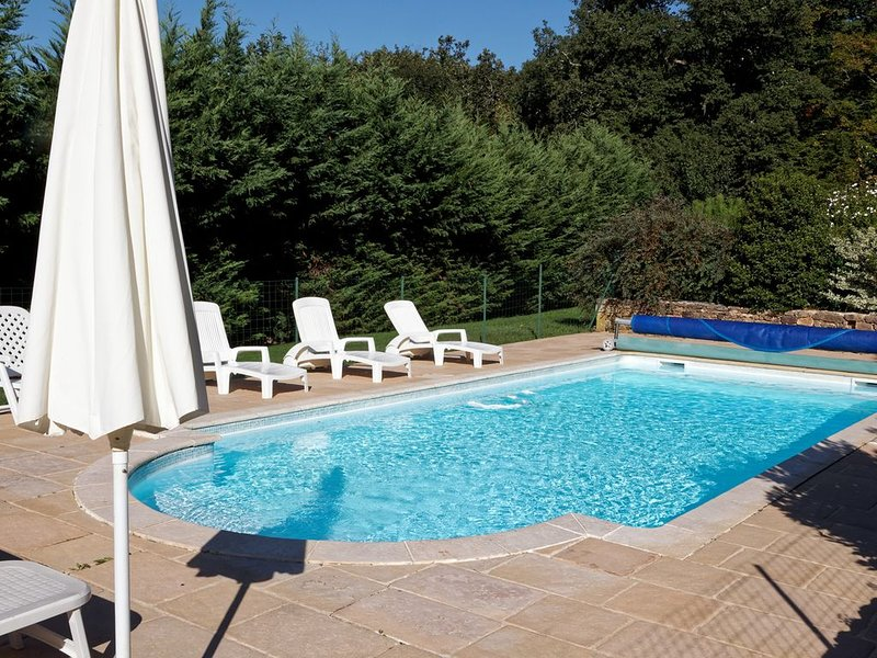 Maison avec piscine privée à la campagne, holiday rental in Sainte Croix