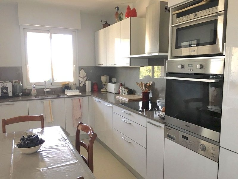 BORDEAUX CAUDERAN - APPARTEMENT 115 m2 AVEC ASCENSEUR, casa vacanza a Saint-Medard-en-Jalles