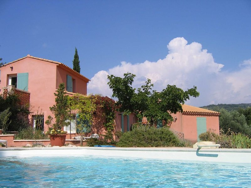 Gite La Romarine  quartier le château  LIOUX   06 88 42 55 85, holiday rental in Lioux