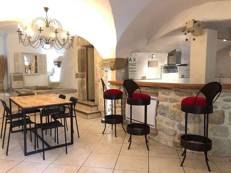 Appartement atypique plein pied dans village perché  �, location de vacances à Loriol-sur-Drome