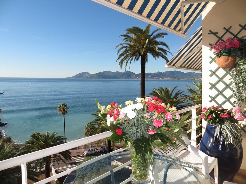 Appartement de grand standing vue exceptionnelle sur mer, îles et esterel, holiday rental in Cannes