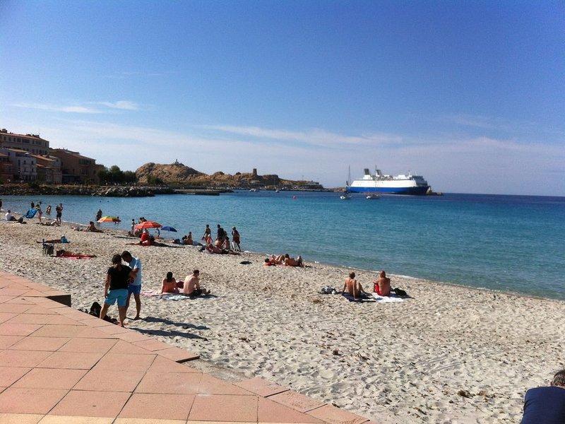 T3 a 2 pas de la plage et 150m du centre ville, location de vacances à Île-Rousse