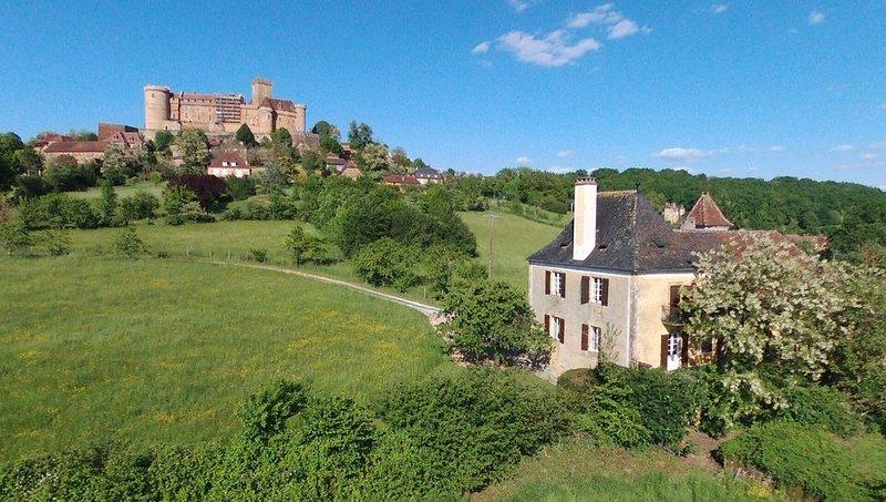 Dans une maison de pays face au chateau *********** castelnau-bretenoux, location de vacances à Autoire