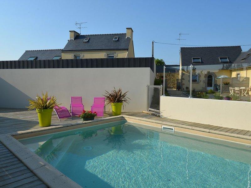LAN  01   Maison avec Piscine chauffée, à proximité des plages des Abers, aluguéis de temporada em Lannilis