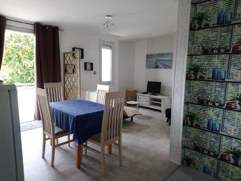 Gîte 4 personnes dans une 'Petite Cité de Caractère', holiday rental in Moncontour