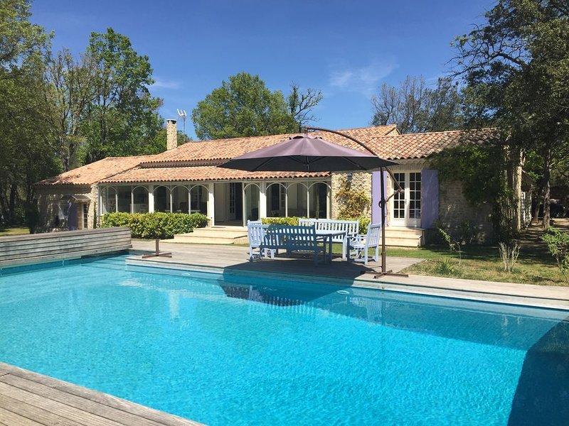 Magnifique villa familiale au calme absolu à 20 km d'Aix-en-Provence, holiday rental in Rians